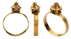 anillo merovingio finales s.VI c Francia. foto de Les Enluminures